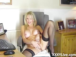 sexy blond d like to fuck makes a decision to