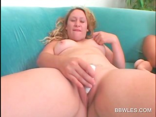 hawt big beautiful woman lesbian babes vibing