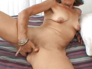 candi the d like to fuck masturbates