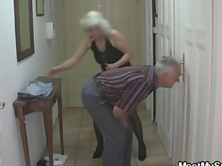 man caught his girlfriend with his aged mama and