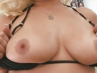 mature hottie gives wild blowjob sex