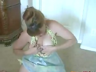 older housewife masturbates