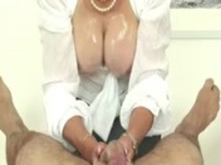 aged doxy lady sonia taunts cock