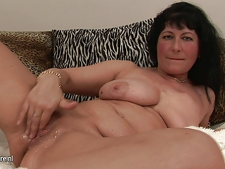 44yo aged slut playing with her cookie