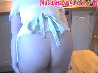slut hose mamma shows off her large bumpers at