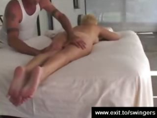 mama tracy gets massage with cunnilingus end