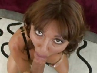 steamy sexy momma desi foxx munches a huge weenie