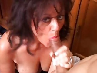 glamorous aged honey gives a blow job lesson