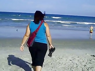large gal belle at the surf