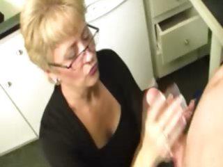 granny makes a decision to milk the lizard