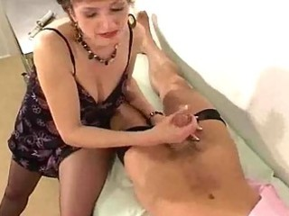 d like to fuck in hose gives her doctor a handjob