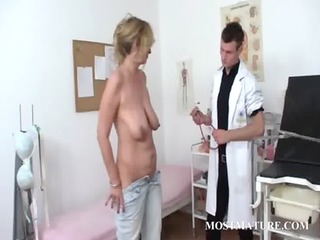 mature milf receives cunt checkd at doctor