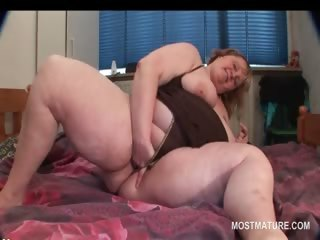 bbw turned on older pushing dildo in her cunt