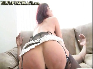 breasty redhead cougar is getting her muff