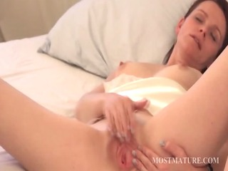 mature gal satisfying cunt in ottoman