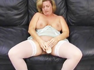 d like to fuck makes herself squirt