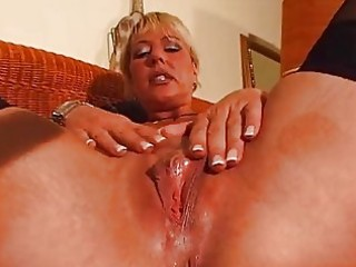 aged blonde enjoys her own body dbm video
