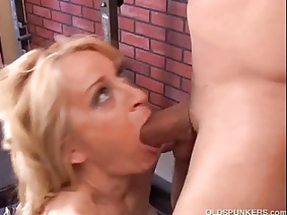 charming cougar loves to fuck