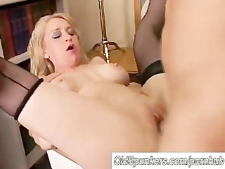 nice-looking cougar in nylons t live without to